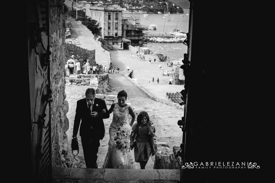 foto matrimonio portovenere gabriele zani arrivo sposa chiesa
