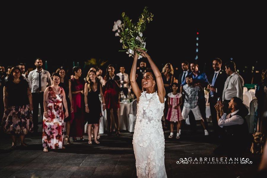 foto matrimonio portovenere gabriele zani sposa lancio bouquet