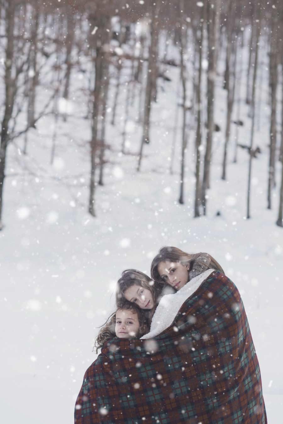 foto bambine sulla neve gabriele zani nevicata fiocchi di neve