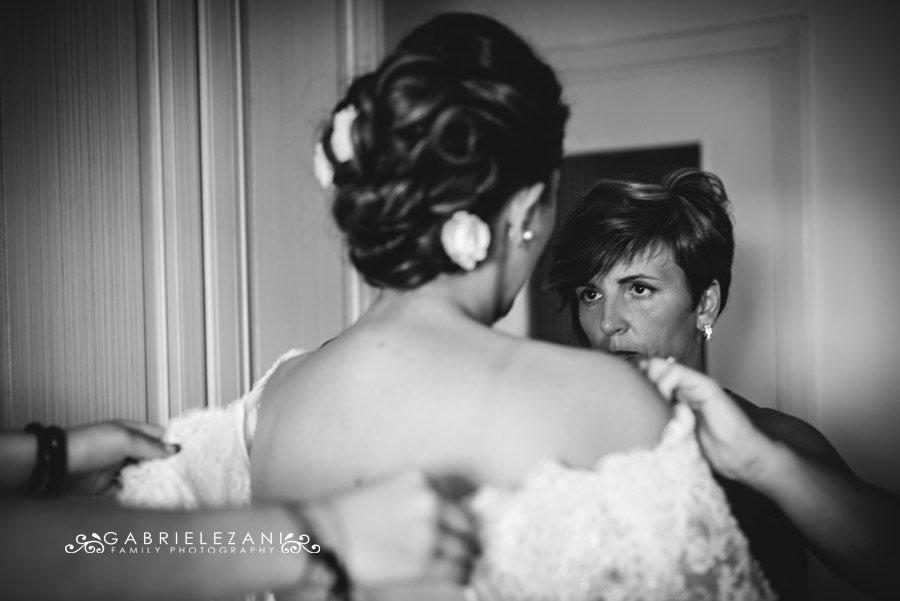 foto matrimonio lunigiana gabriele zani sposa sorella vestizione