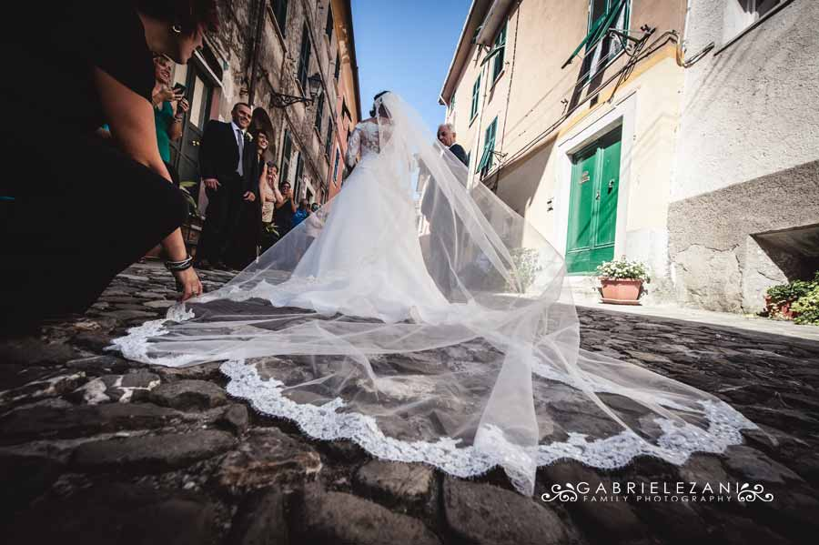 foto matrimonio lunigiana gabriele zani velo sposa