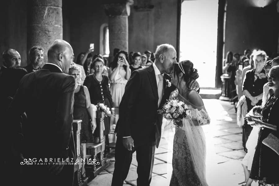 fotografo matrimonio sestri levante bacio padre sposa