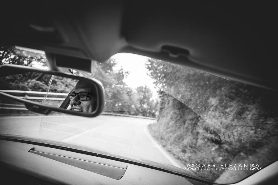 fotografo matrimonio liguria sposo in auto