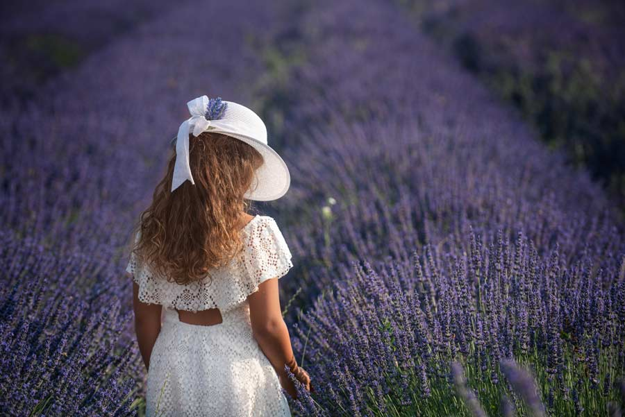 foto bambini-la spezia gabriele zani campo di lavanda viola e bianco