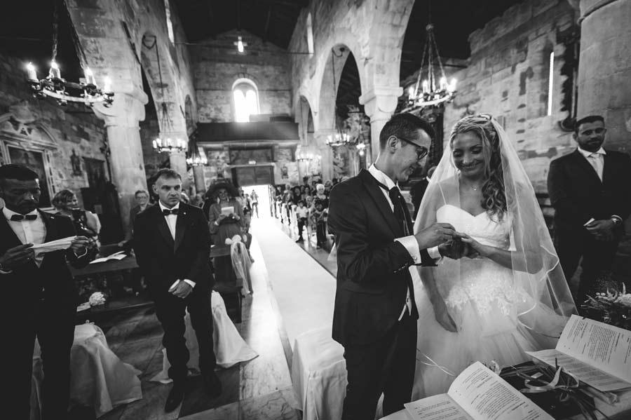 foto matrimonio lunigiana sposi e anelli