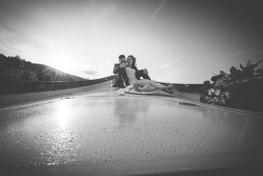 fotografo matrimonio liguria gabriele zani sposi seduti a prua