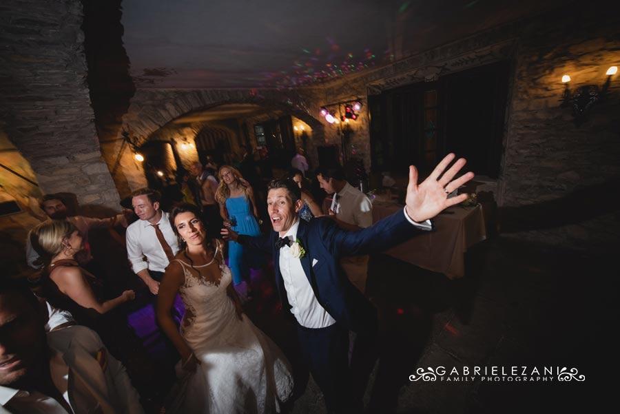 fotografo matrimonio italia-australia sposi che ballano
