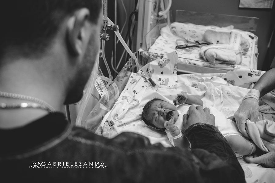 fotografo nascita la spezia primo contatto con papà